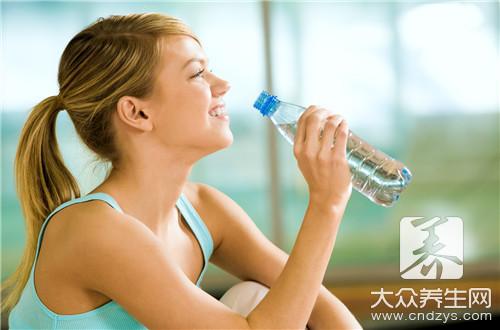 早上喝热水的好处是什么?