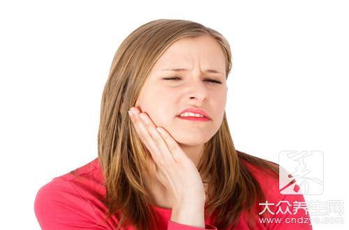 牙齿边上的肉疼