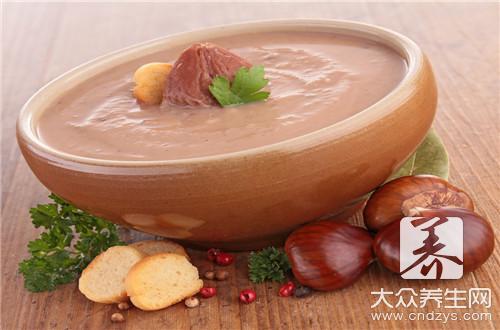 墨鱼排骨花生汤的做法