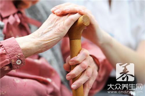 老人拿东西手抖是怎么回事?