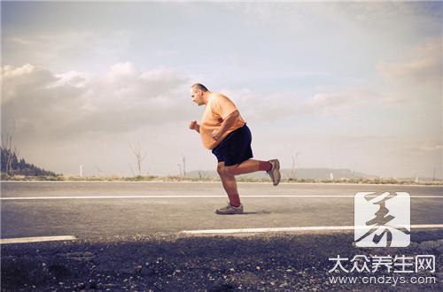 肥胖男子靠运动成功减重300斤